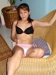 Kinky Malaysian honey posing for her horny BF